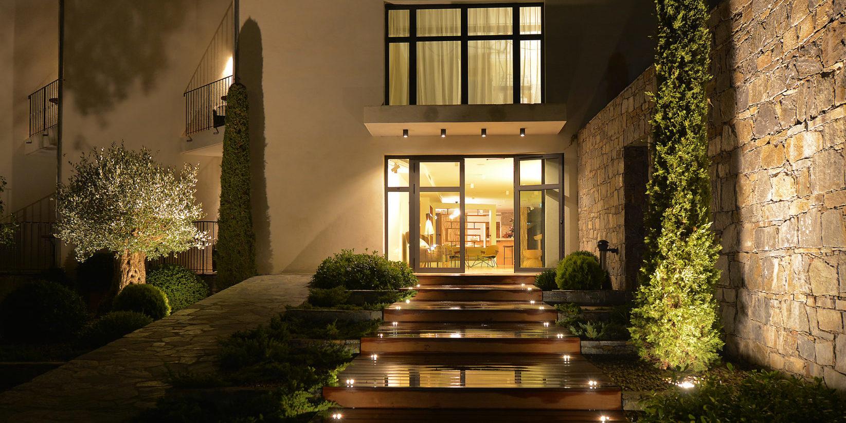 Hotel Dominique Colonna Corte Restonica binnenland Corsica Frankrijk avond entree