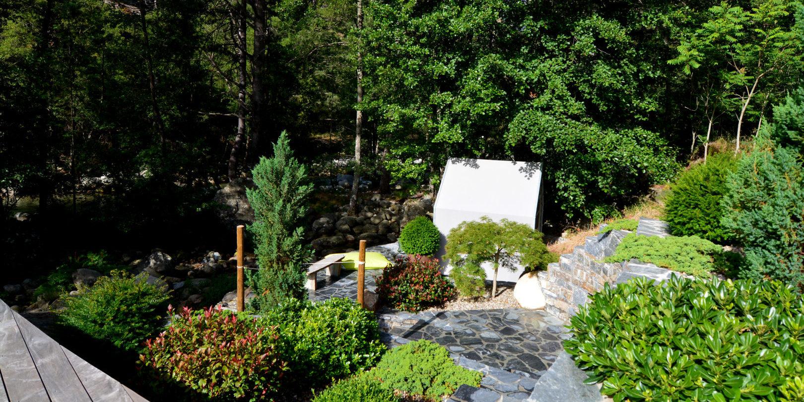 Hotel Dominique Colonna Corte Restonica binnenland Corsica Frankrijk zitje tuin