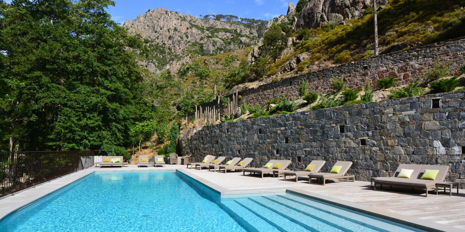 Hotel Dominique Colonna Corte Restonica binnenland Corsica Frankrijk zwembad bergen