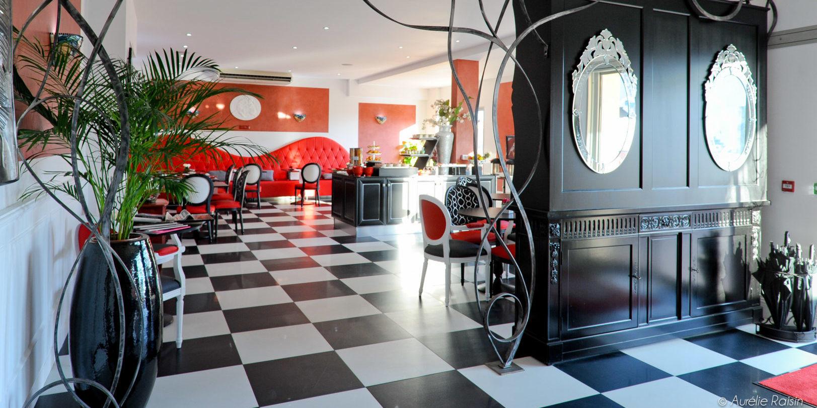 Boutique Hotel Liberata Ile Rousse Balagne Corsica Frankrijk art nouveau lobby lounge kunstobjecten