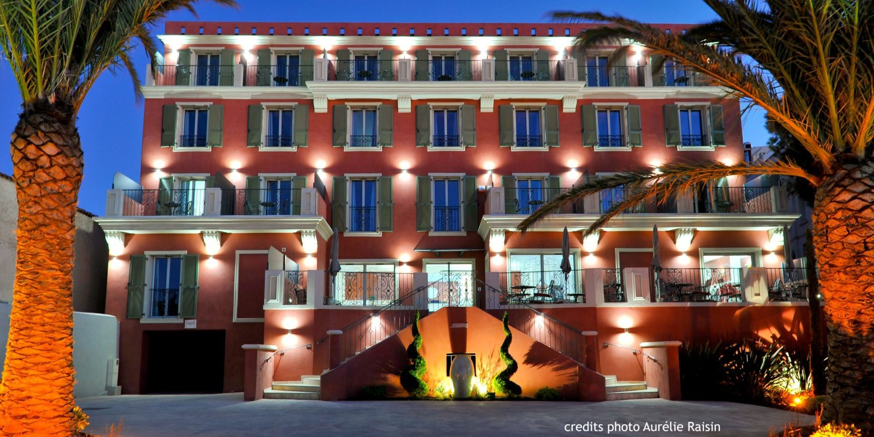 Boutique Hotel Liberata Ile Rousse Balagne Corsica Frankrijk exterieur vooraanzicht palmbomen