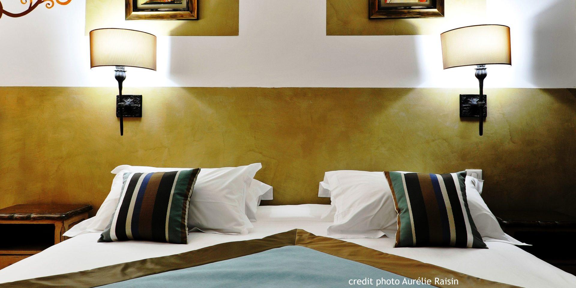 Boutique Hotel Liberata Ile Rousse Balagne Corsica Frankrijk kamer tweepersoonsbed kunst detail