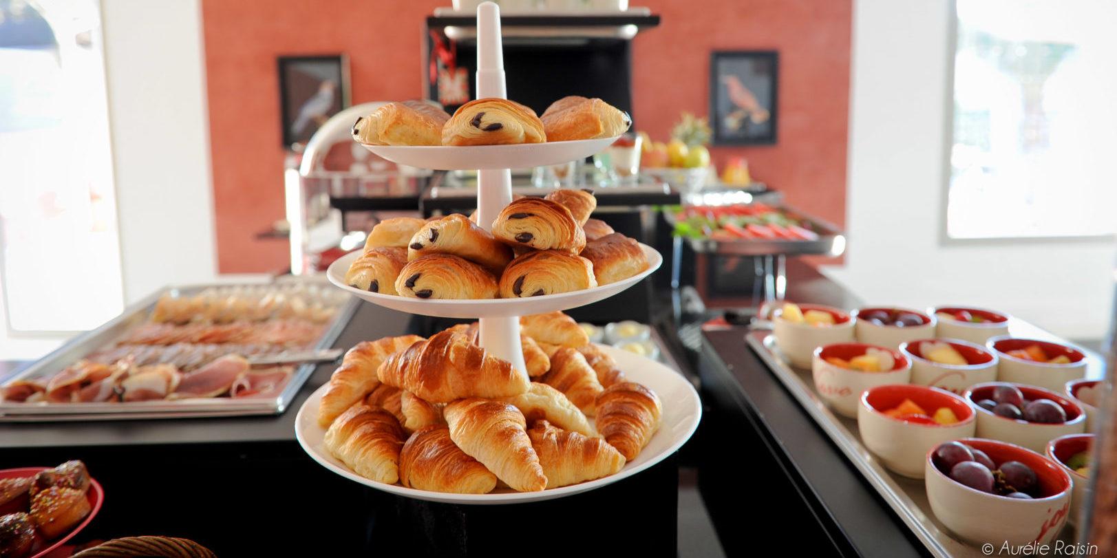 Boutique Hotel Liberata Ile Rousse Balagne Corsica Frankrijk ontbijtbuffet viennoiseries croissantjes pain-au-chocolat chocolatine fruit