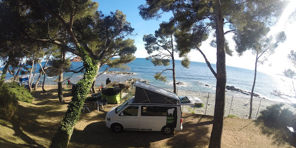 Corsica Frankrijk campervans Blacksheep CALIFORNIA BLACKSHEEP camping Le Dramont Cote d'Azur l'Ile d'Or