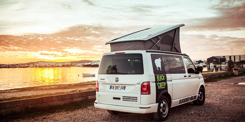 Corsica Frankrijk campervans Blacksheep CALIFORNIA BLACKSHEEP zonsondergang zeezicht parkeerplaats