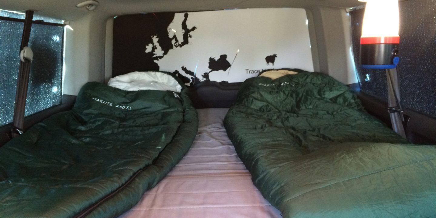 Corsica Frankrijk campervans Blacksheep minivan CLASSIC BLACKSHEEP interieur slaapzakken bed kamperen