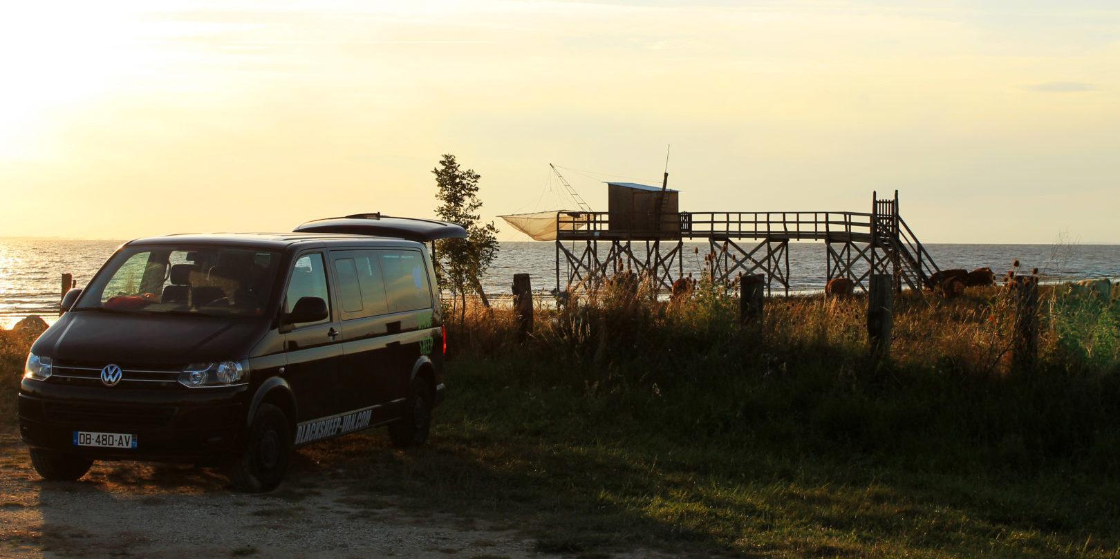 Corsica Frankrijk campervans Blacksheep minivan CLASSIC BLACKSHEEP kamperen overnachten zonsondergang visserij zeekant