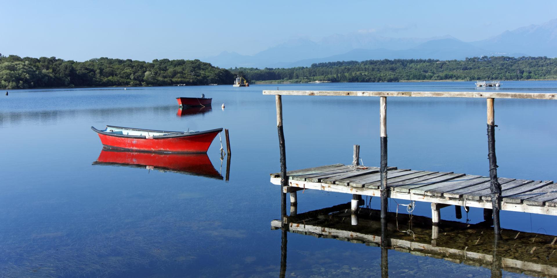 Lac d'Urbino Corsica Frankrijk meer lagune vissersboot steiger