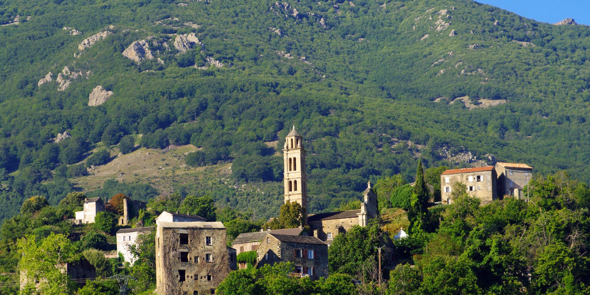 Piedicroce Castagniccia Corsica Frankrijk stad dorp bergen heuvels
