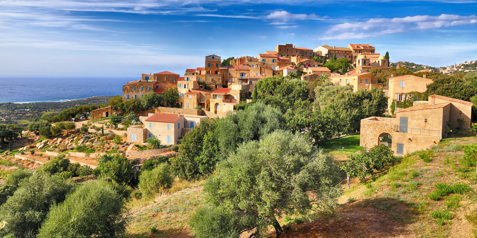 Pigna Balagne Corsica Frankrijk stad dorp bergen heuvels zee