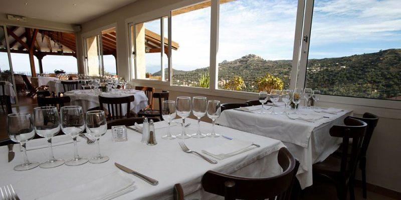 U San Dume Cateri Balagne Corsica Frankrijk restaurant-Chez-Leon eetzaal terras uitzicht