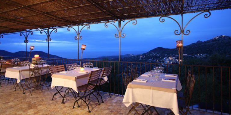Auberge U San Dume Chez Leon Cateri Balagne Corsica Frankrijk terras zeezicht baai-van-Algajola romatisch kaarslicht dineren-bij-kaarslicht