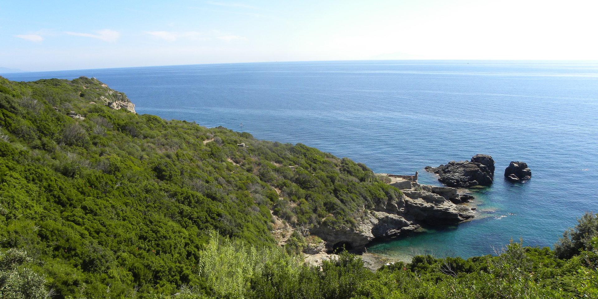Sisco Cap Corse Capicorsu Corsica Frankrijk baai-bij-Sisco kustlijn zee rotsen inham