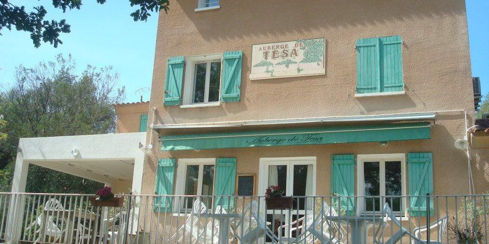 Auberge de Tesa Occhiatana Lozari Reginu Balagne Corsica Frankrijk gebouw terras exterieur façade