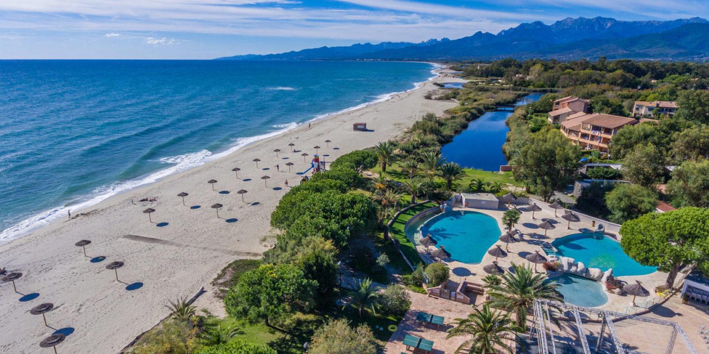 Camping Arinella Bianca Ghisonaccia Corsica Frankrijk luchtfoto campingterrein zwembaden
