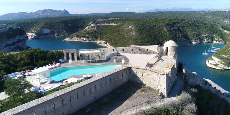 Hotel Genovese Bonifacio Corsica Frankrijk OntdekCorsica zwembad uitzicht
